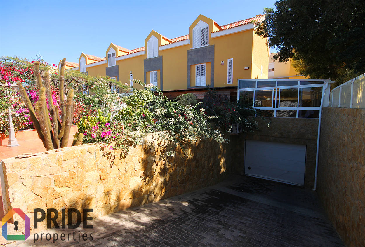 4 Bedroom house with large terrace & garage