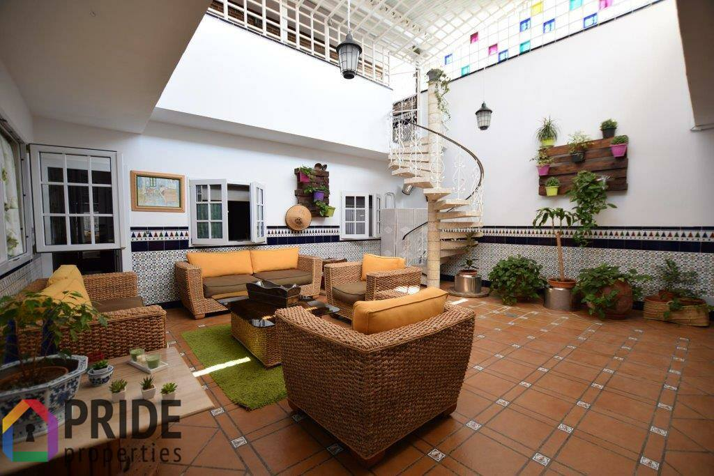 San Fernando –  Beautiful house with patio and rooftop with sea views