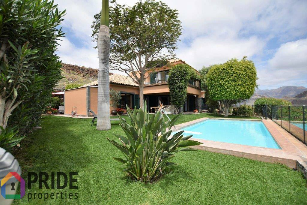Monte Leon, chalet with pool and beautiful sea and mountain views